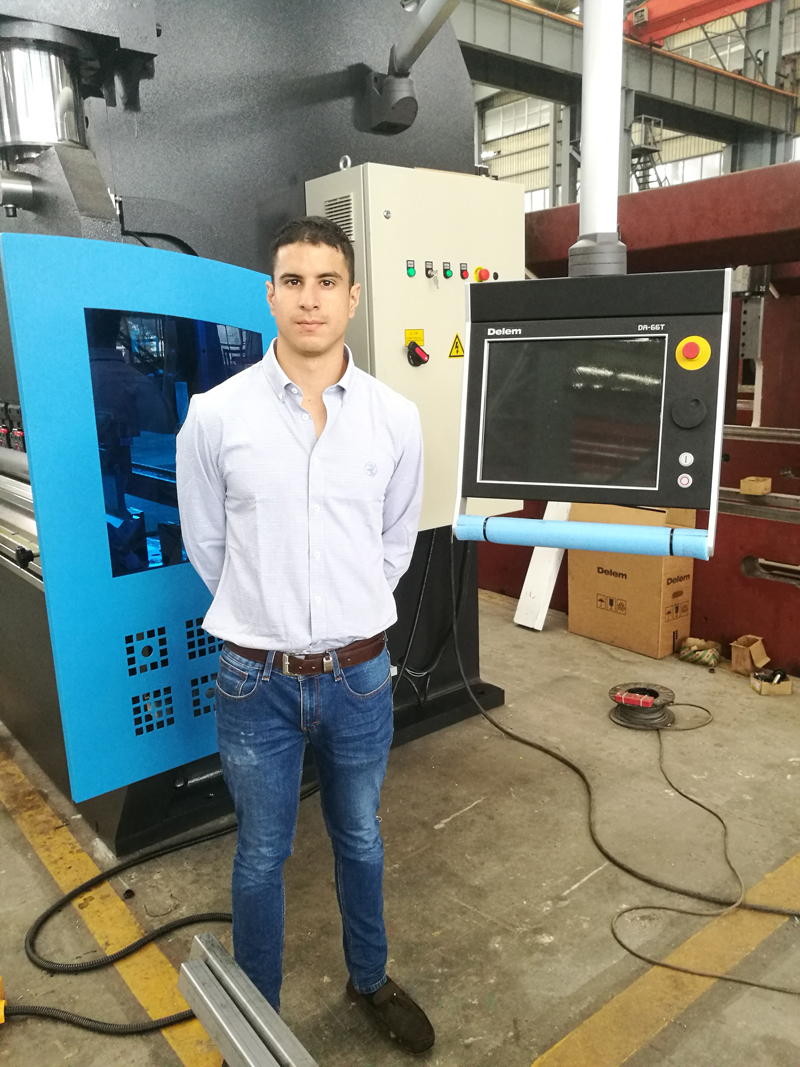 Customer from Dubai Come to Order the CNC Press Brake Machine With Delem DA66T